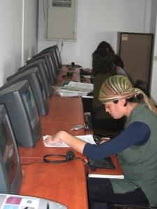 בנות דתיות מול מחשב צילום באדיבות מכללת תלפיות