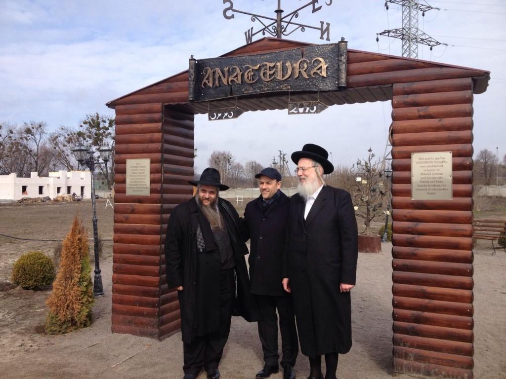 פריחה יהודית אוקראינית בכפר של הפליטים היהודיים