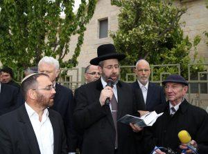 הרב לאו ושפר בברכת האילנות.צילום איחוד בתי הכנסת בישראל