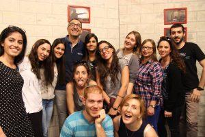 קטורזה והסטודנטים באריאל.צילום בית הספר לתקשורת באוניברסיטת אריאל