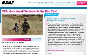 פלסטינים מחתימים עצומה נגד קבוצות בישראל.צילום מסך