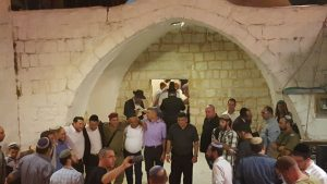 שוואקי רוקד בקבר יוסף.צילום אסתר אלוש