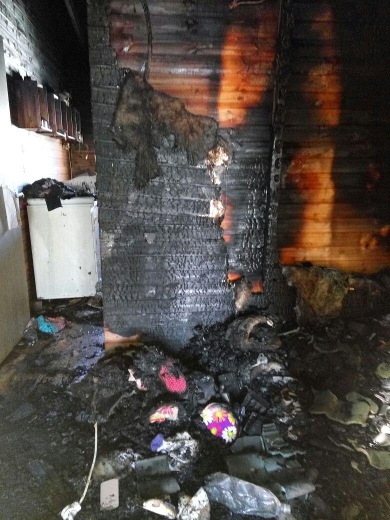 שריפה ביצהר.הבית לאחר השריפה.צילום אברהם בנימין