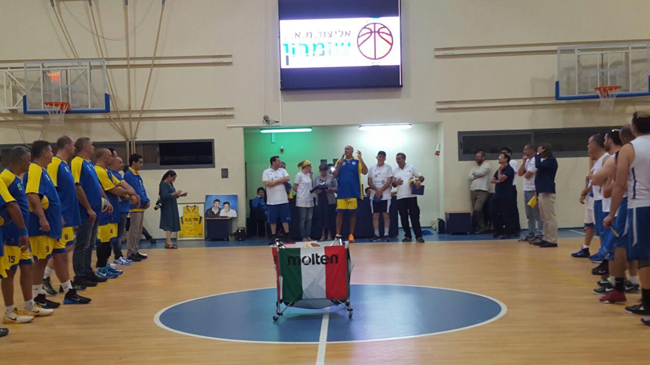 ותיקי מכבי תל אביב במשחק לזכרו של מלאכי רוזנפלד ז''ל בכפר תפוח.צילום אסתר סילם