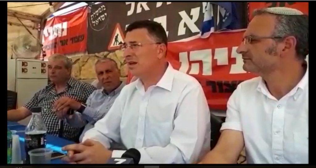 """השר לשעבר גדעון סער במאהל המחאה של בית אל: """" ההתחייבות היתה ברורה ויש לקיימה במהירות"""""""