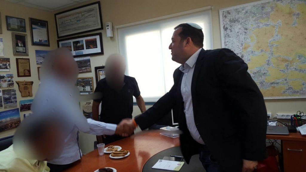 """בעיית בטיחות בדרכים ביו""""ש: דגן נפגש עם בכירים פלסטינים"""