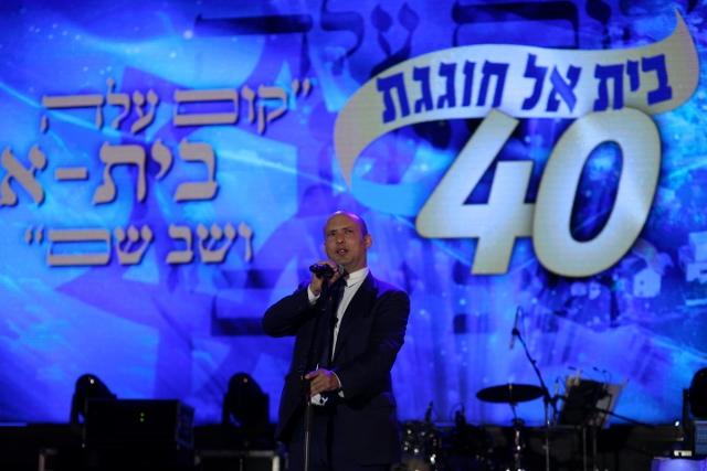 """בנט בבית אל: """"החזון שלנו, מיליון אנשים ביהודה ושומרון"""""""