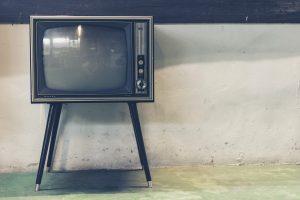 טלוויזיה חכמה ושטוחה פלזמה או לד