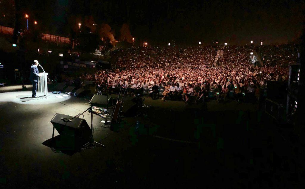 כ-7,000 תושבי בנימין הגיעו לחגוג במופע מרהיב ומרגש של ישי ריבו ונתן גושן בבריכת הסולטן