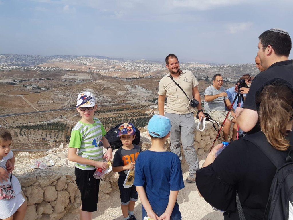 כ-90,000 מטיילים פקדו את שמורות הטבע והפארקים ביהודה ושומרון במהלך חג הסוכות