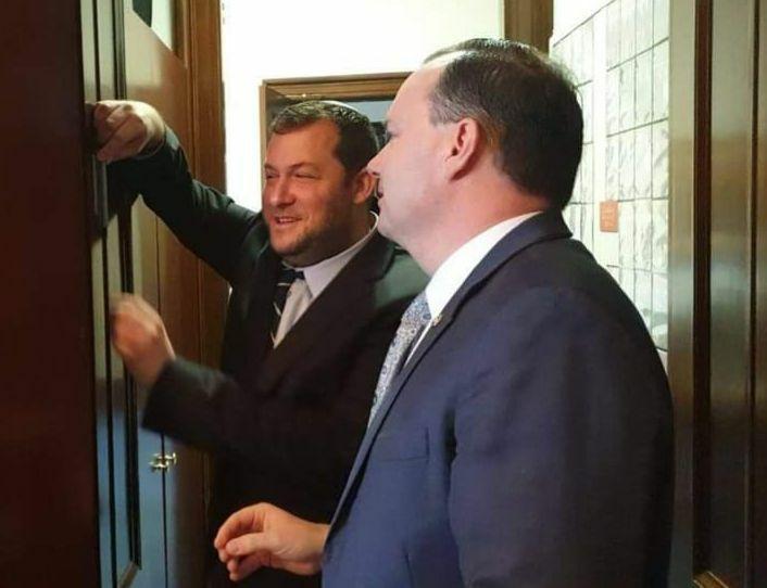 הסנאטור תומך ההתישבות חלה בקורונה – ראש המועצה פנה לתושבים להתפלל לרפואתו