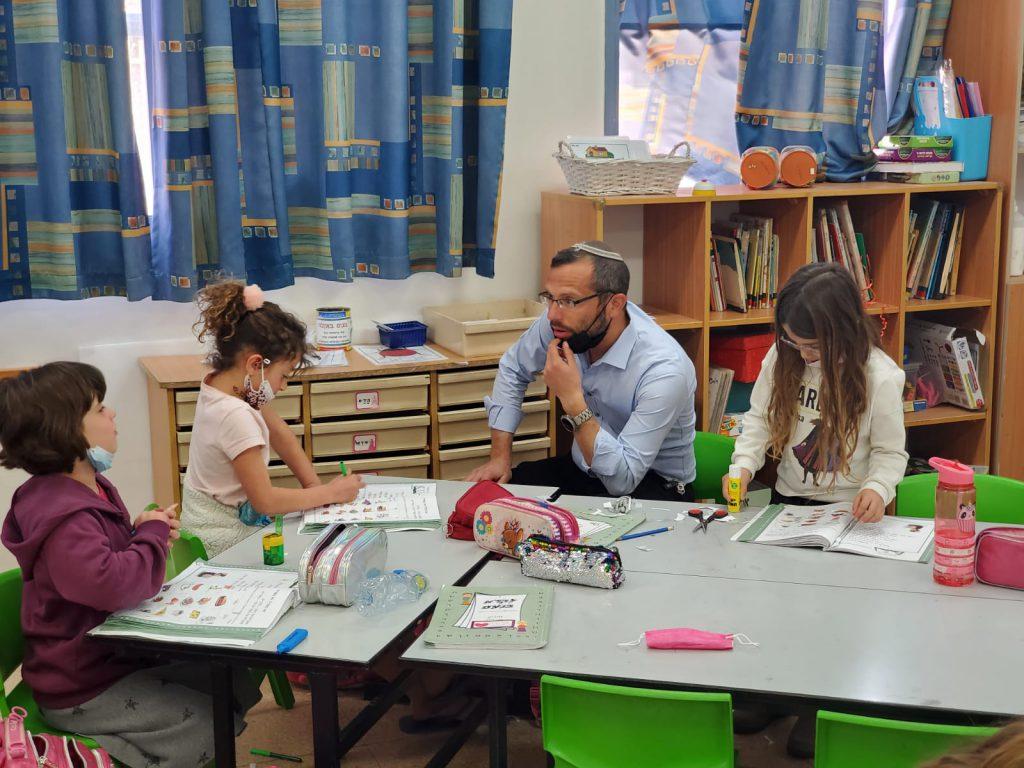 ישראל גנץ: אחרי פסח – רק מורים מחוסנים או שליליים לבדיקה ייכנסו לכיתות