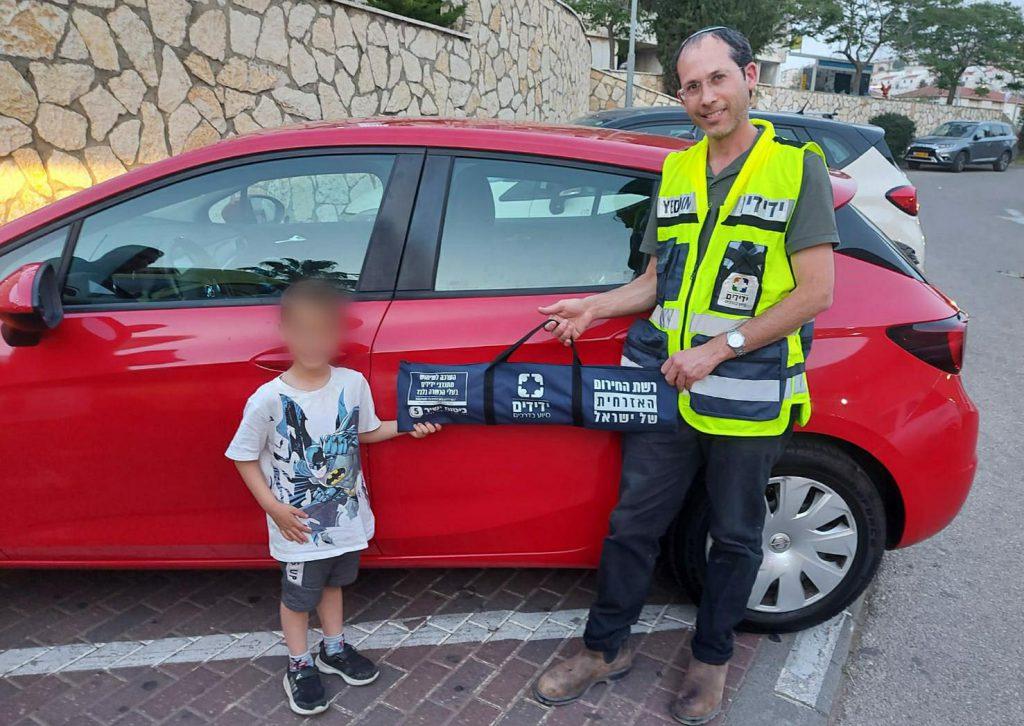 """אריאל: ילד כבן ארבע ננעל ברכב וחולץ בשלום ע""""י מתנדב ידידים"""