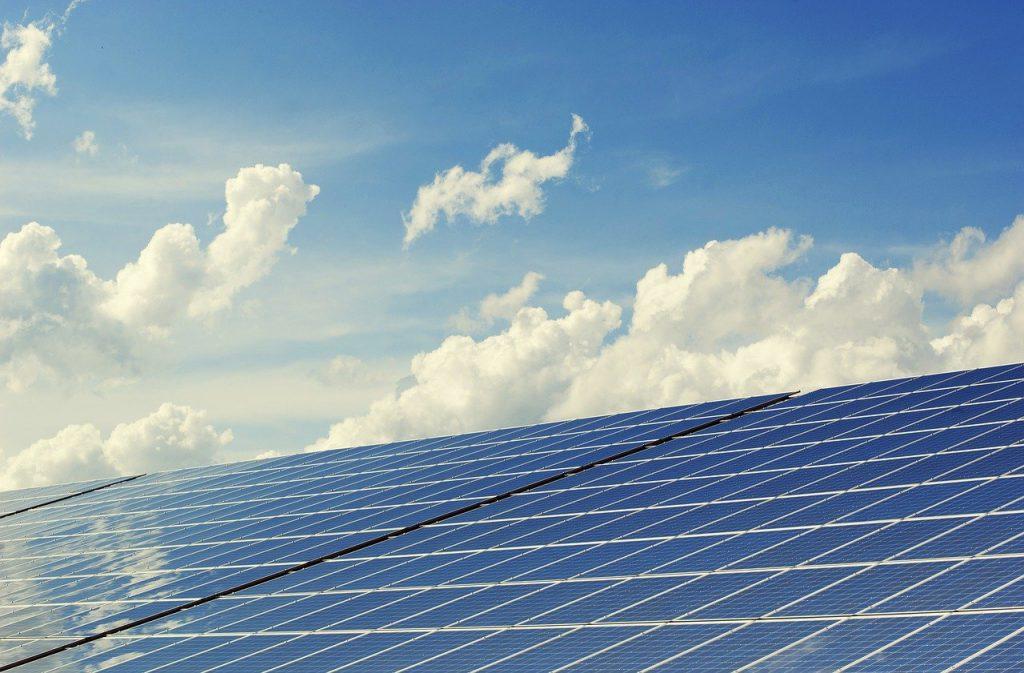 מערכת סולארית ביתית – איך היא עובדת, ומה אפשר להרוויח ממנה?