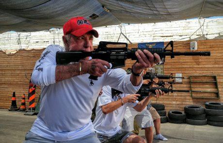 הסנדק בגוש עציון:הכוכב ההוליוודי ג'יימס קאן קיים סיור ואימון ירי בגוש