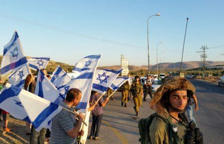 הפגנה בצומת הגוש:'די להכלת הטרור'