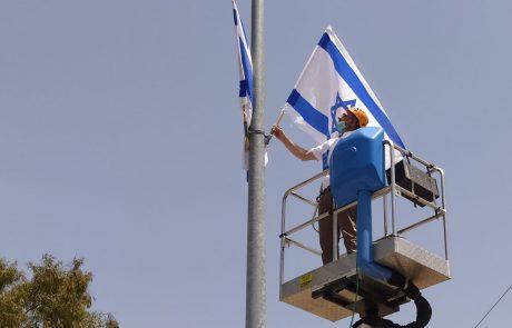 """לקראת יום העצמאות הונפו הדגלים בבית אל: """"ממשיכים לשמור על מוראל גבוה"""""""