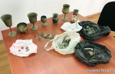 כלי יודאיקה יהודיים גנובים נתפסו בסמוך לחברון