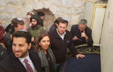 """כ-1500 מתפללים בקבר יוסף הלילה. """"מקווים שהישיבה תחזור לפעול כאן"""""""
