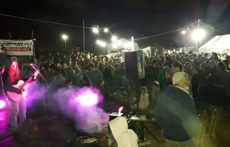 בהתראה קצרה: מאות אנשים מרחבי הארץ הגיעו להופעת תמיכה באוהל המאבק