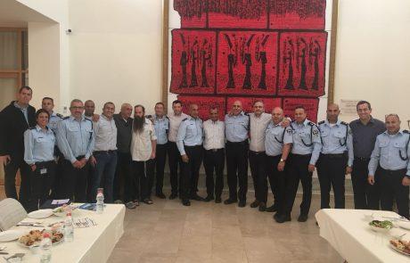 """לראשונה, התקיים מפגש ייחודי בהשתתפות סגל הפיקוד של מחוז ש""""י וראשי הרשויות בגזרת יש""""ע"""