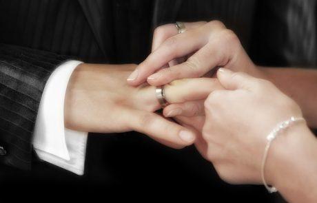 האם גם גברים שמחים לקבל טבעות זהב מעוצבות במתנה לרגל מאורע חשוב?